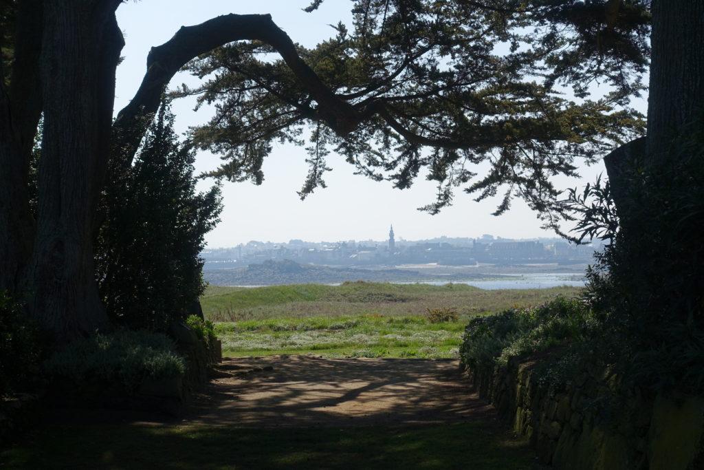 Vue de Roscoff depuis le jardin Georges Delaselle
